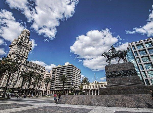 Monumento Artigas en Montevideo