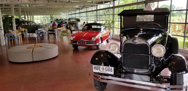 Museo de autos clasicos en Bouza